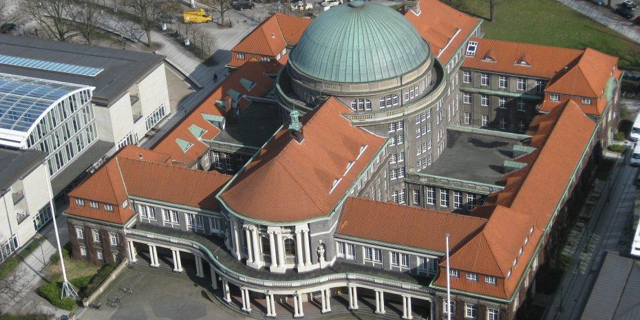 Luftaufnahme des Hauptgebäudes der Universität Hamburg